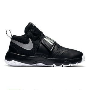 Nike Shoes - Boy's Nike Team Hustle D 8 Shows Size 7 Youth